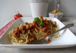 Vegane Spaghetti mit Tomate-Chili-Pesto