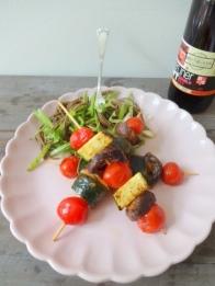 Asia-Nudelsalat mit Gemüse-Spießen