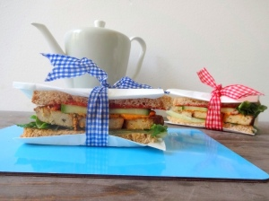 Veganes Sesam-Tofu-Sandwich