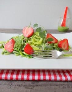 Zucchininudeln mit veganem Pesto