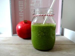 grüner-smoothie-granatapfel