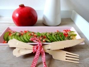 gurken-salat-mit-granatapfel-topping